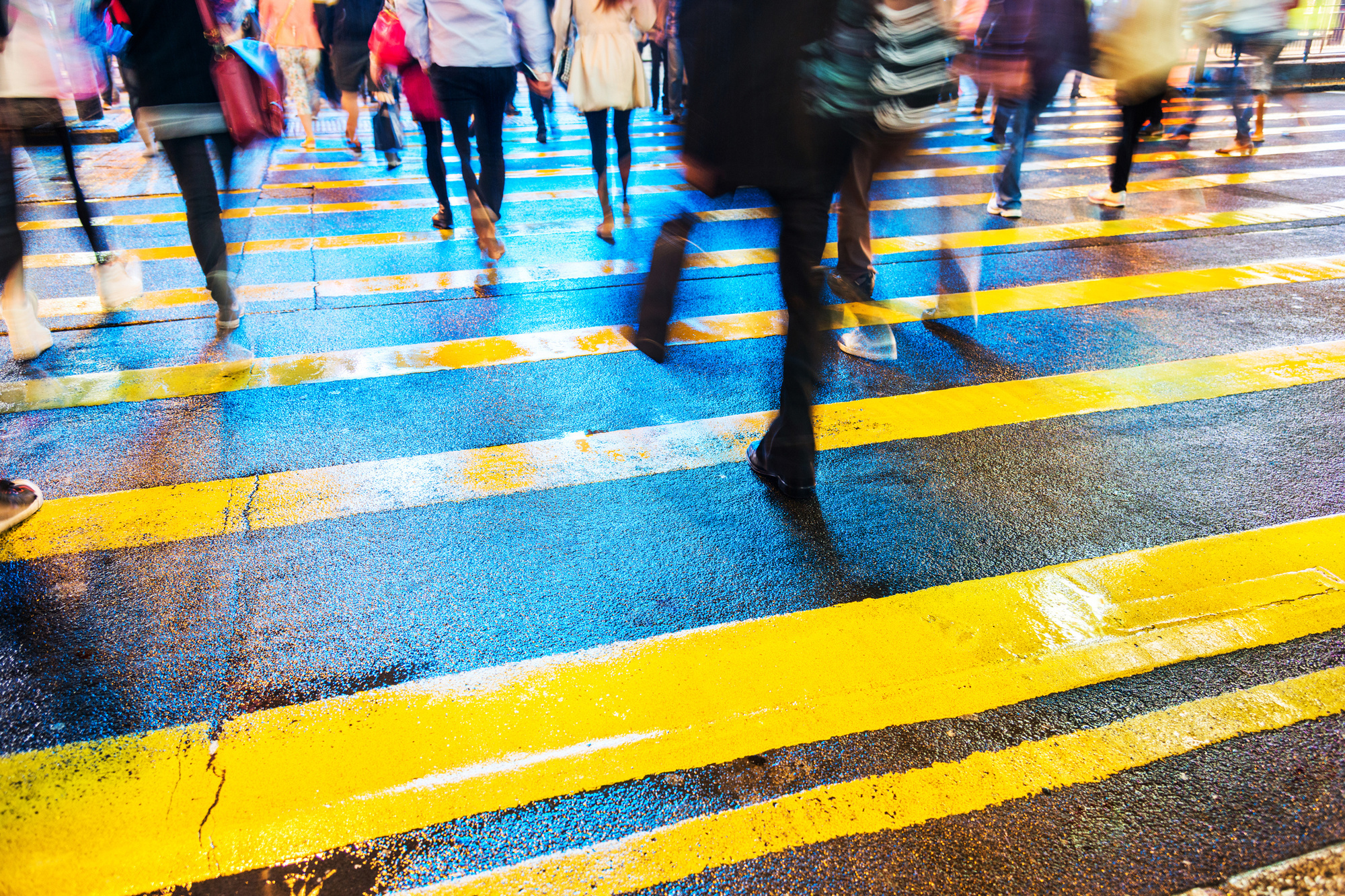 Uit een onderzoek van Plan uit 2019 blijkt dat meer dan 40% van de mensen niet durft tussenkomen wanneer ze seksuele straatintimidatie zien gebeuren. , Getty Images