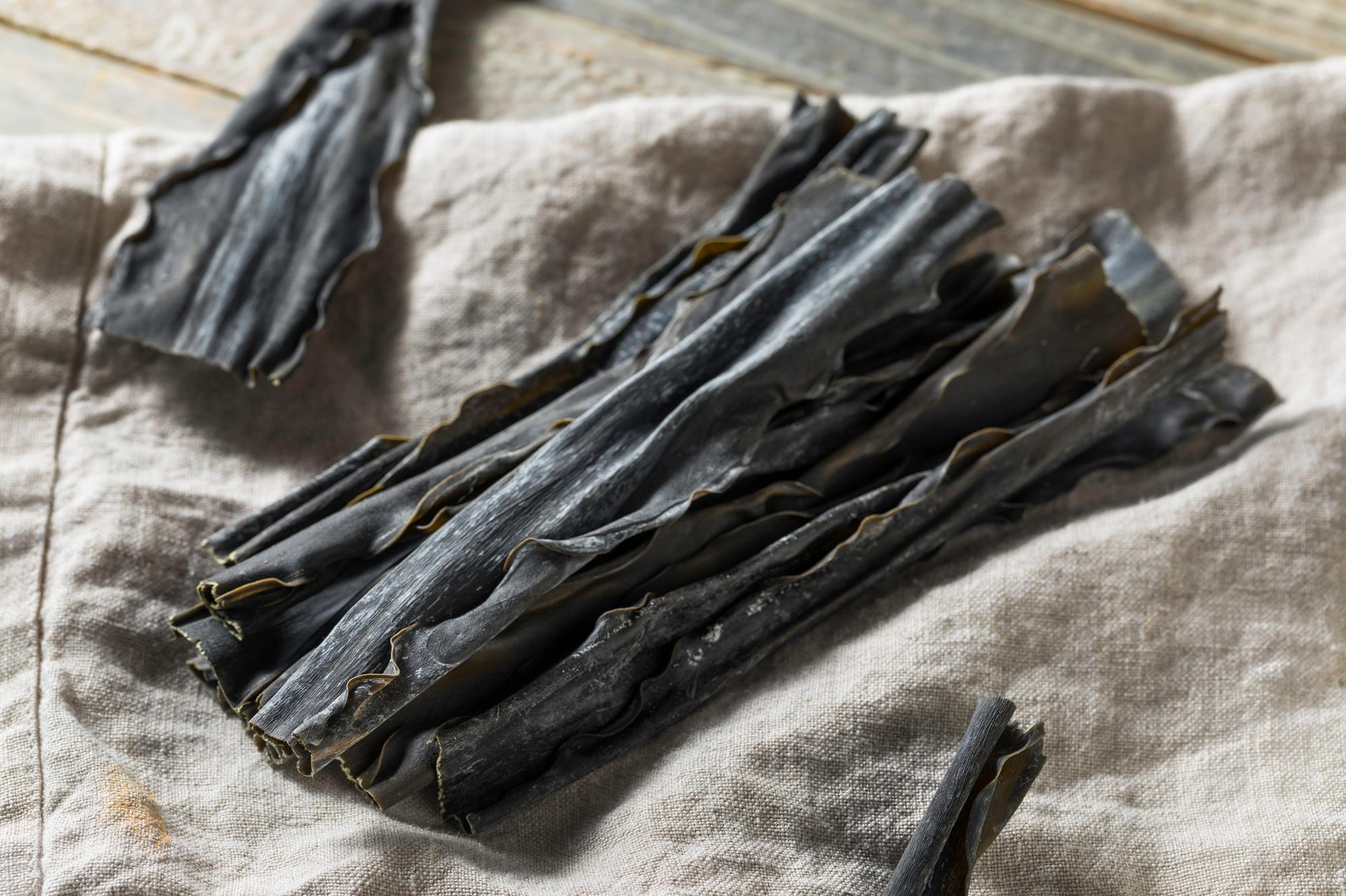 Gedroogde kombu, een natuurlijke bron van umami, Getty