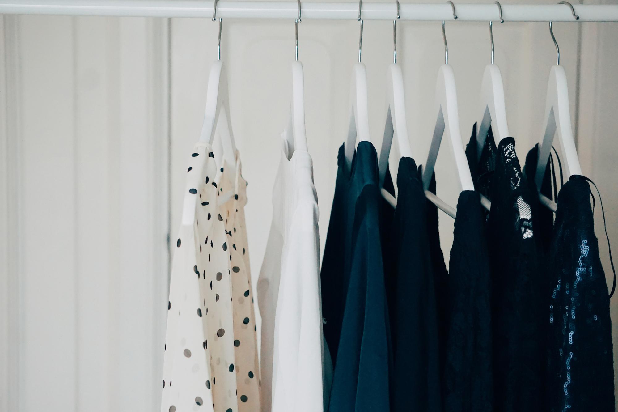Bij Christian Wijnants staan de kledingrekken verder uit elkaar dan anders. , Getty Images