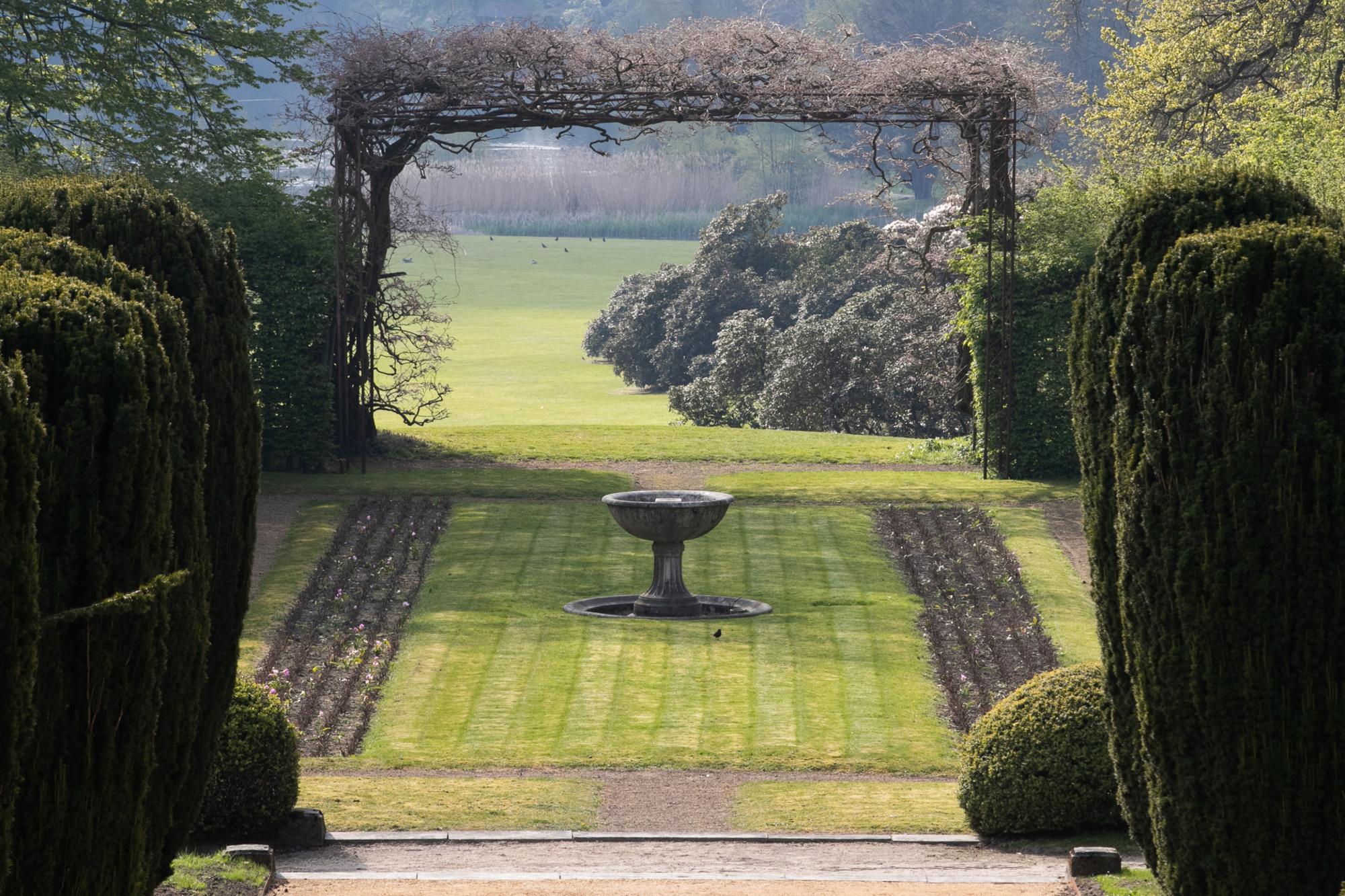 Serres royales de Laeken - jardins extérieurs, belga