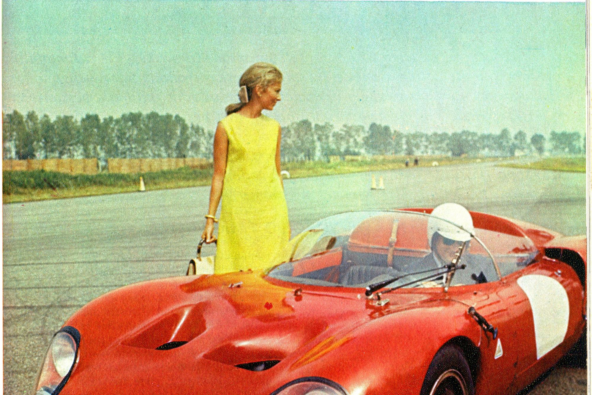 De jonge Paola en Albert tijdens een bezoek in oktober 1967 aan het testcircuit van Alfa Romeo in Balocco, /