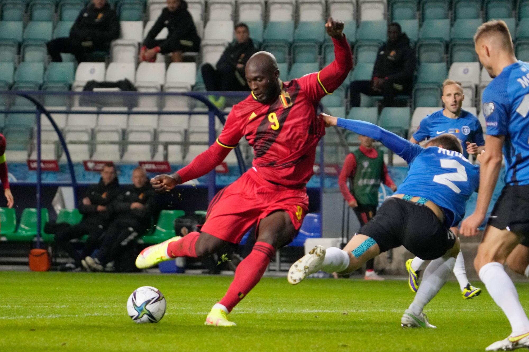 Romelu Lukaku scoort de derde goal., Reuters