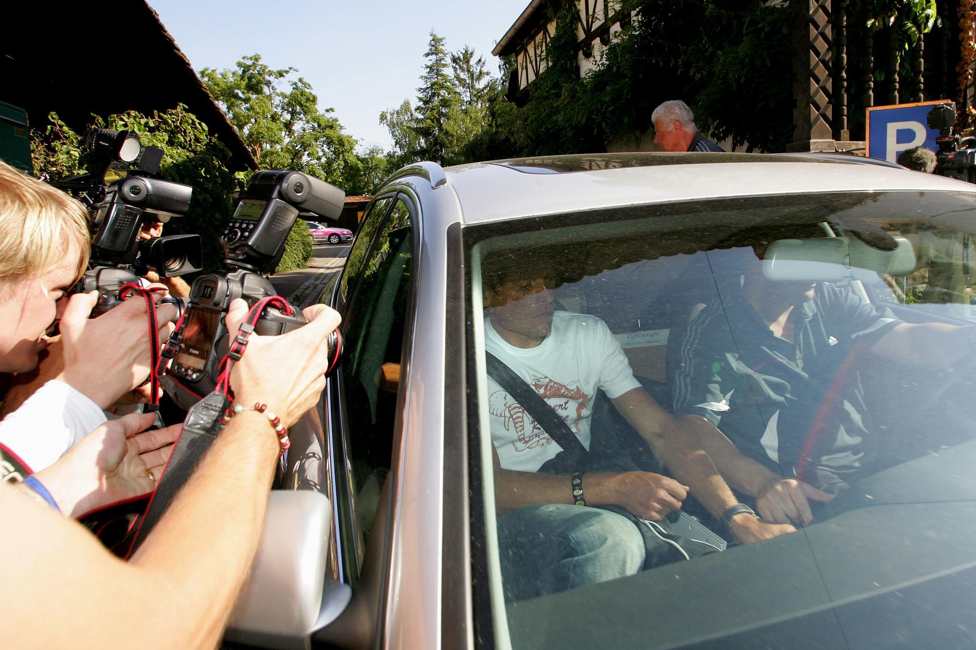 Jan Ullrich wordt weggevoerd nadat het schandaal naar buiten kwam, GETTY