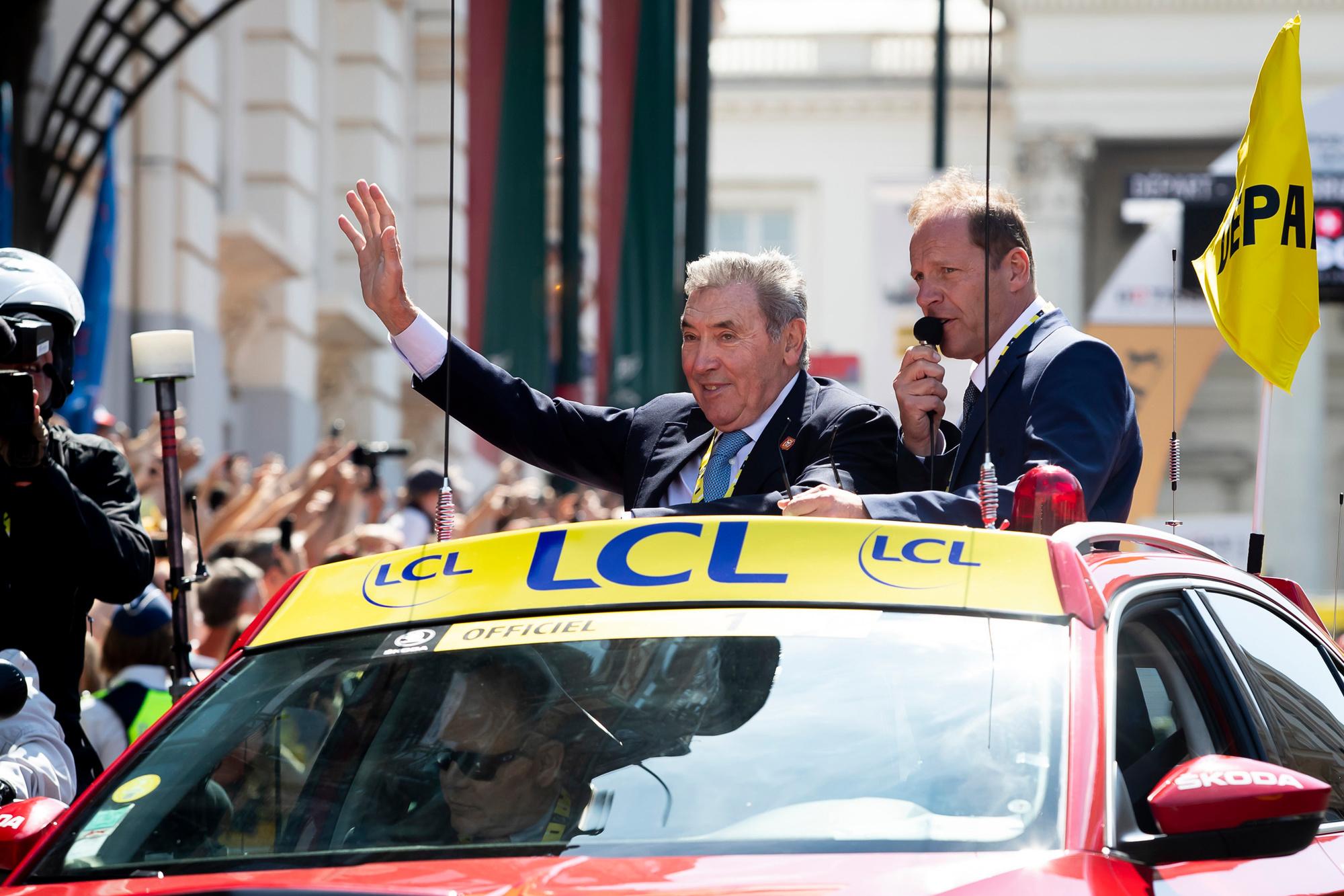 Toen de Ronde van Frankrijk vorig jaar in Brussel passeerde, werd Eddy Merckx er rondgereden. Daar genoot hij zichtbaar van., Belga Image