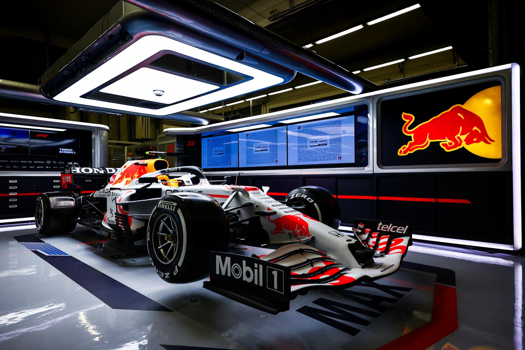 De nieuwe witte bolide van Red Bull voor komend weekend., GETTY