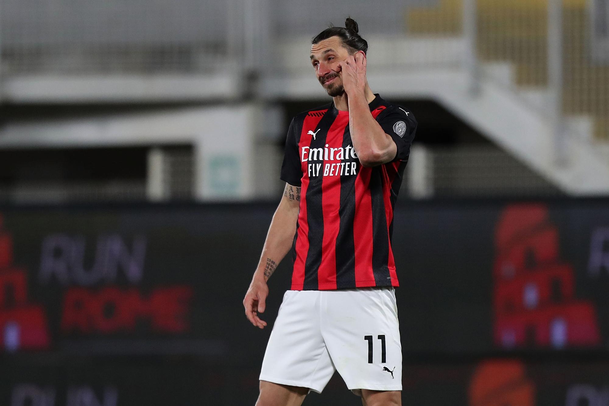 Zlatan Ibrahimovic ziet de nederlaag tegen Spezia met leden ogen aan., GETTY