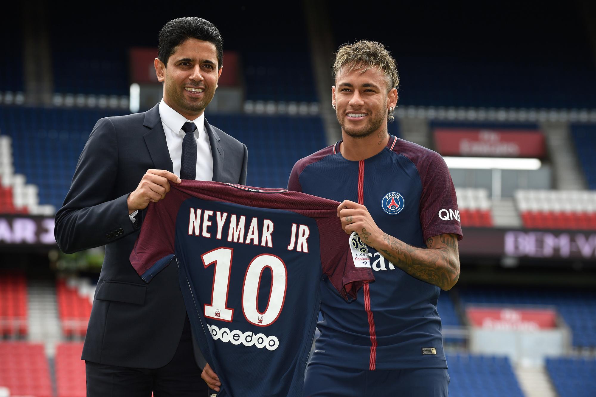 PSG kruipt al jaren door de mazen van het net van de FFP. Zelfs toen het in de zomer van 2017 in totaal bijna 400 miljoen uitgaf aan Neymar en Kylian Mbappé., Belga Image