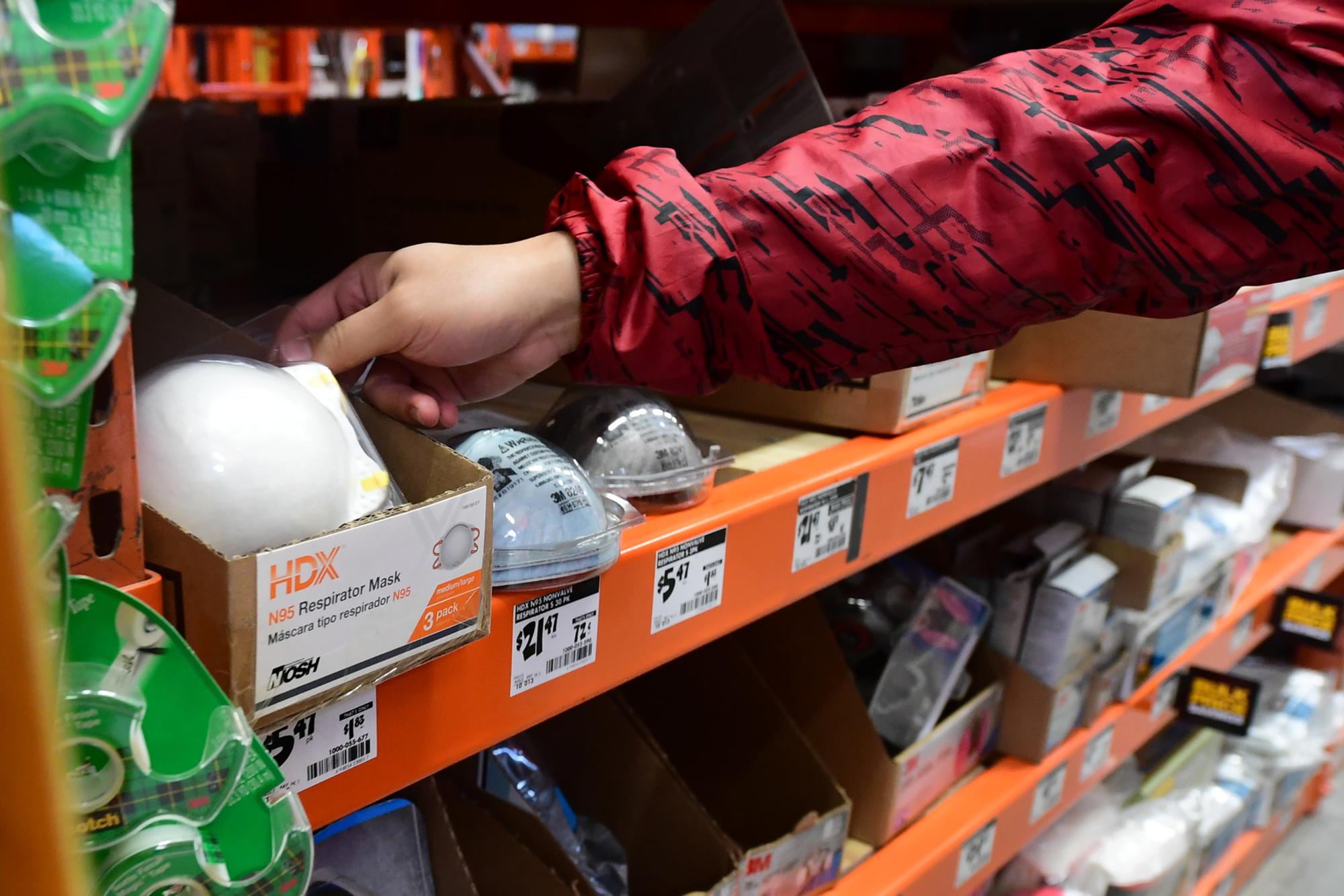 Même les magasins de bricolage commencent à afficher: rupture de stock., Frederic J. BROWN / AFP