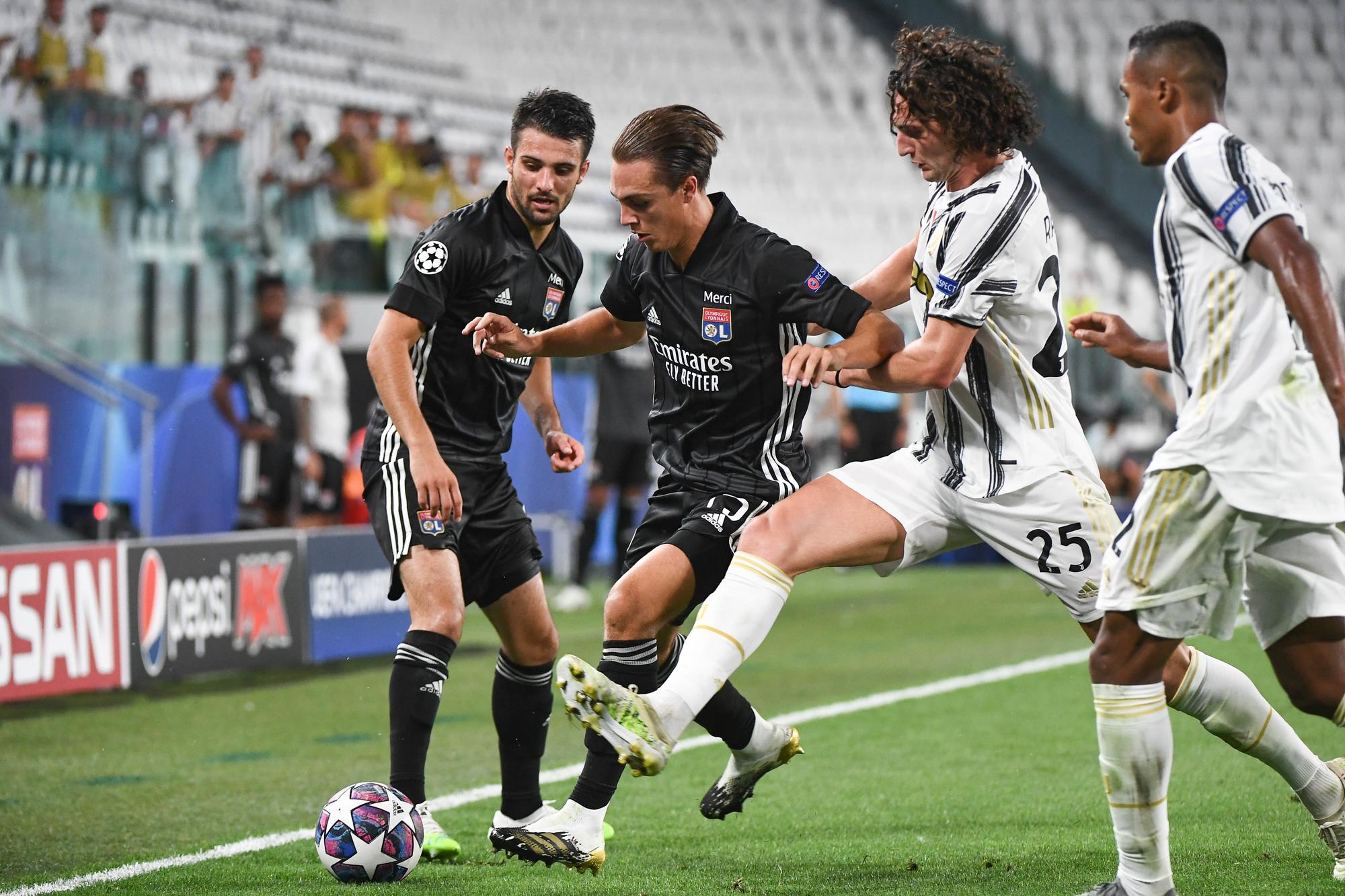 Caqueret face à Adrien Rabiot et la Juventus., belga