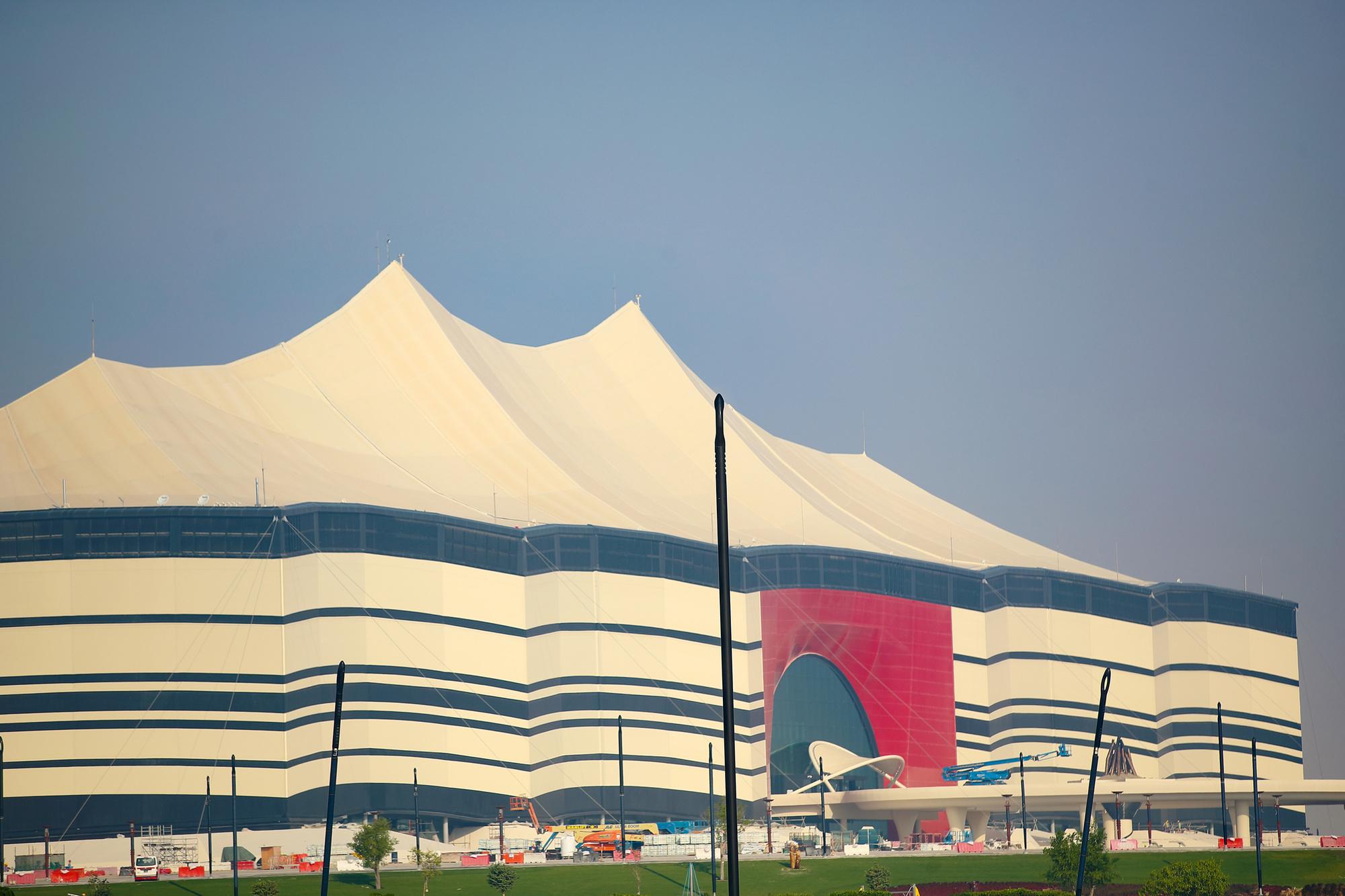 Ook de stadions, of die nu verkleind worden of zelfs geschonken aan andere landen, zullen roze olifanten blijken., GETTY