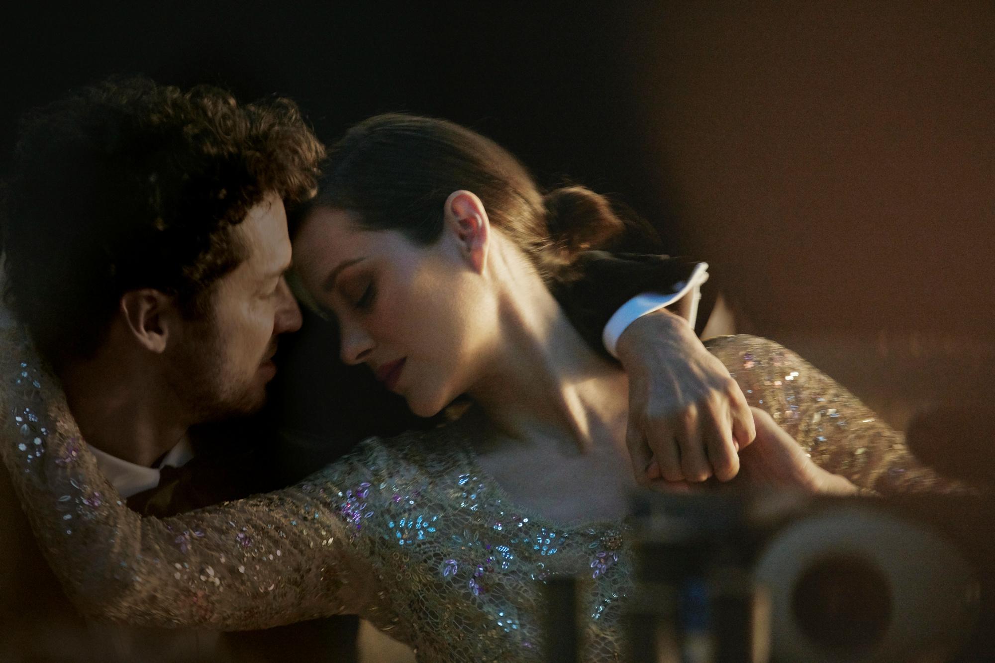 De choreografie in de video symboliseert de dynamiek van een moderne relatie., Chanel