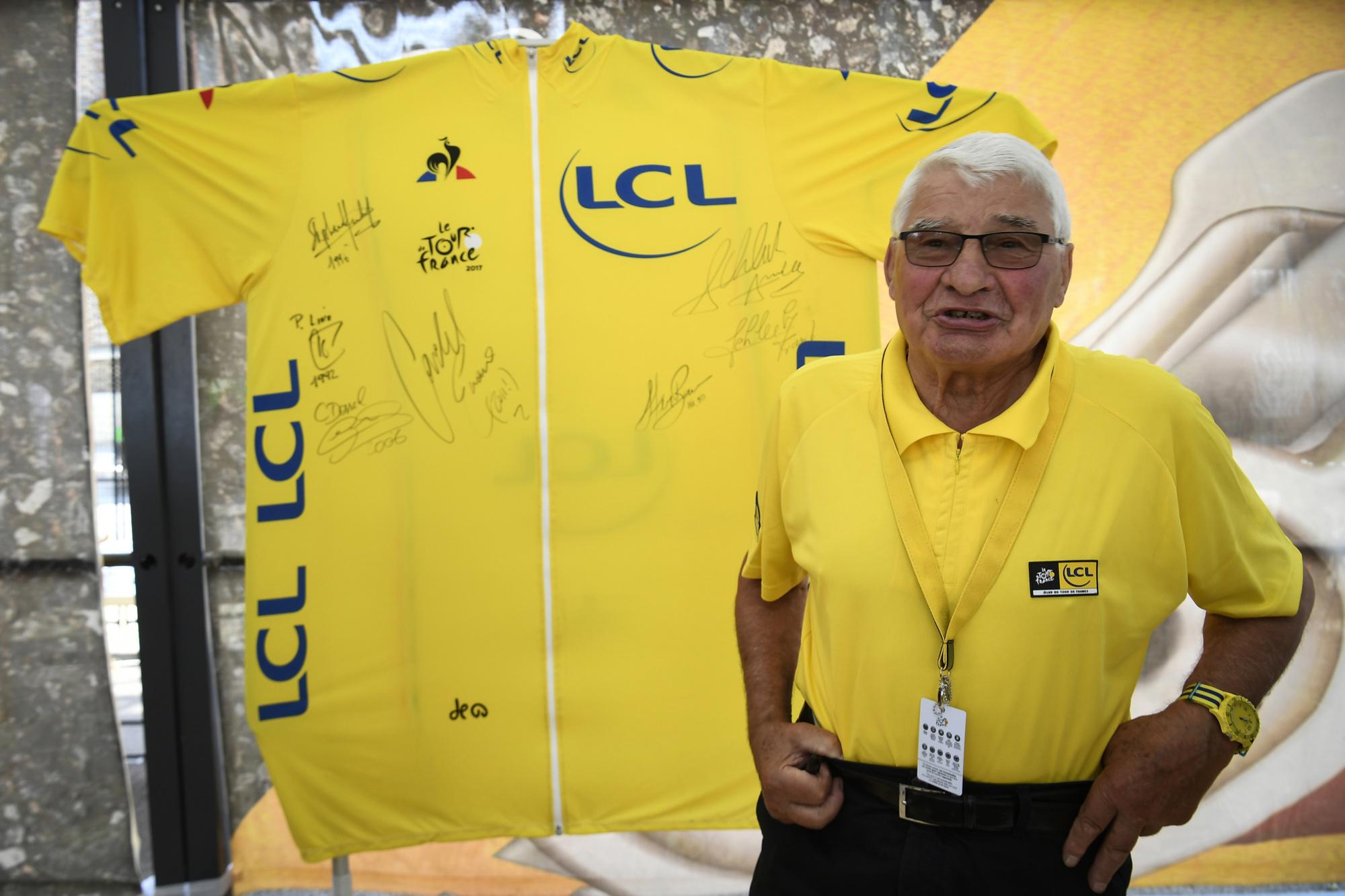 Poulidor stond de laatste jaren vaak in het geel te schitteren, maar droeg dé gele trui nooit als renner., Belga Image
