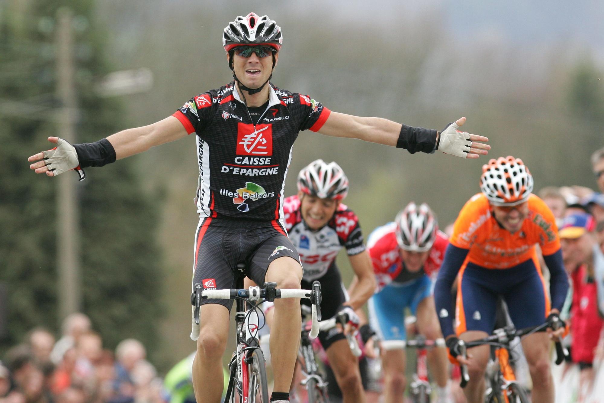 Alejandro Valverde s'impose au sommet du Mur de Huy et remporte la Flèche Wallonne 2006., belga