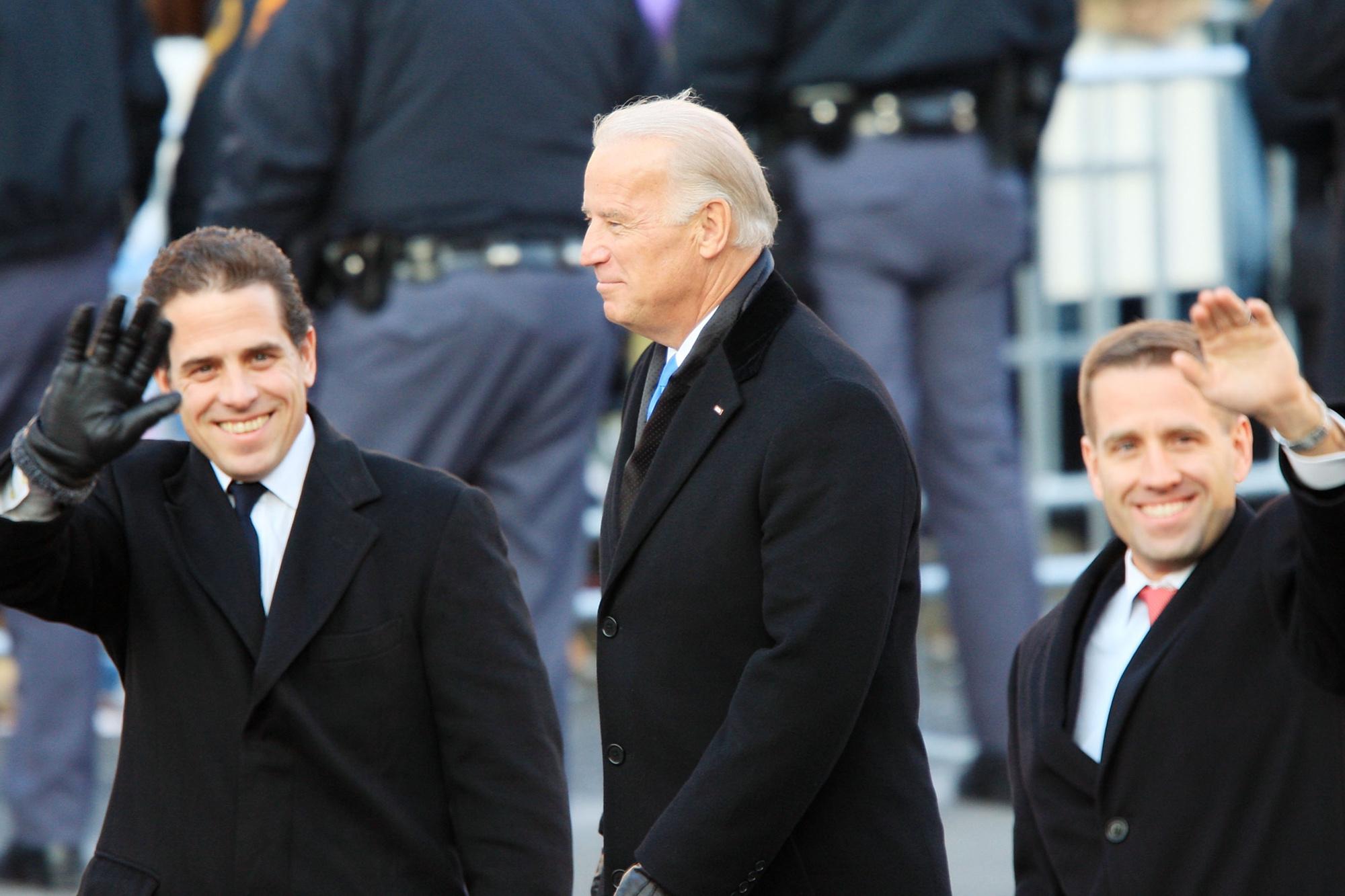 Joe Biden et ses deux fils, Beau et Hunter en 2009., Belga