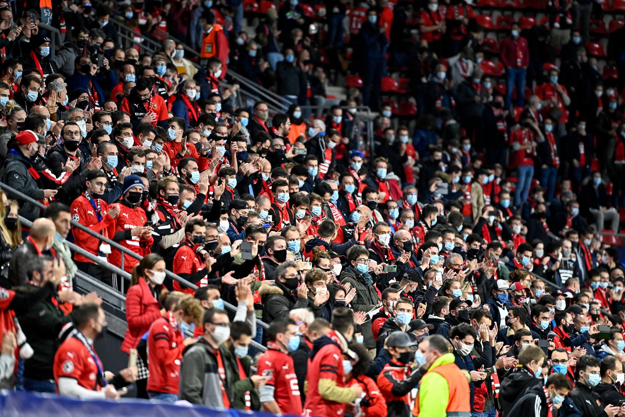 A Rennes-Krasnodar, comme pour toutes les rencontres européennes, la capacité de remplissage du stade était limitée à 30%. Avec une disposition des supporters dans le stade qui pose question., belga