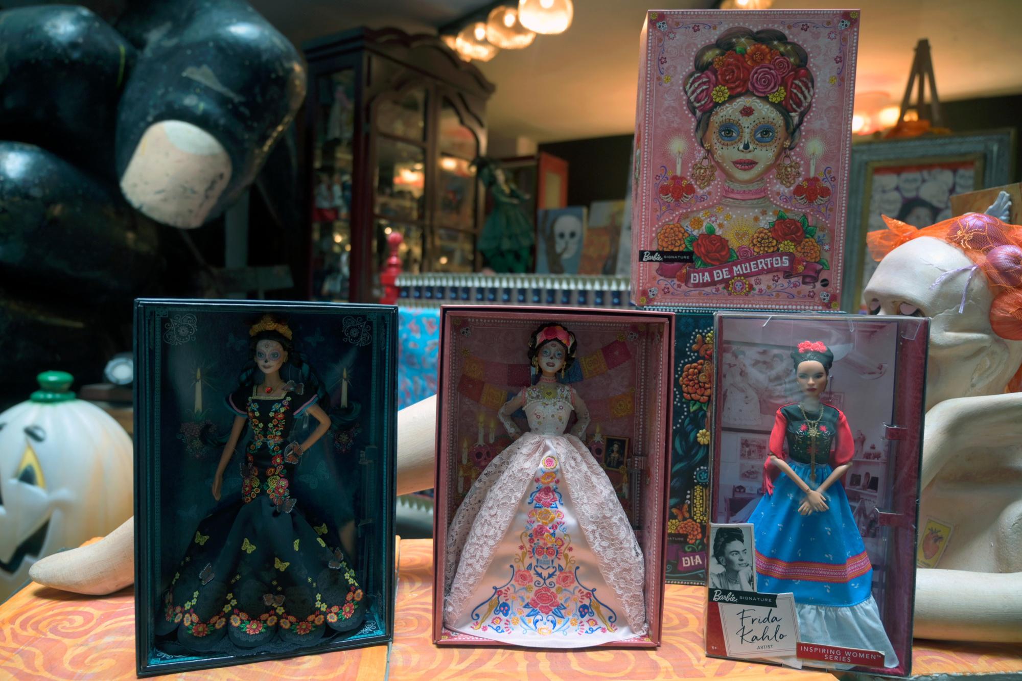 Deux Barbie Catrina et une Frida Kahlo, ALFREDO ESTRELLA / AFP
