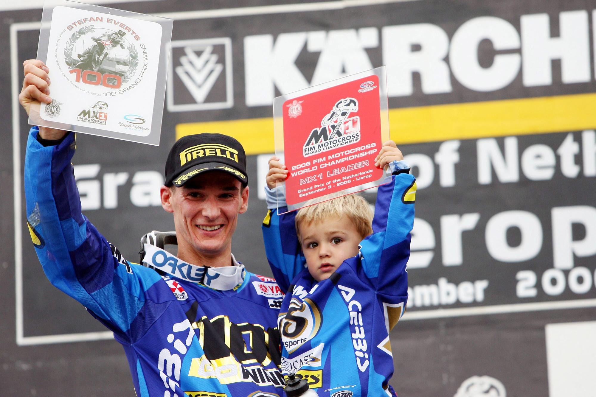 Stefan Everts, met zoontje Liam, wint zijn 100ste GP in 2006, Belga Image