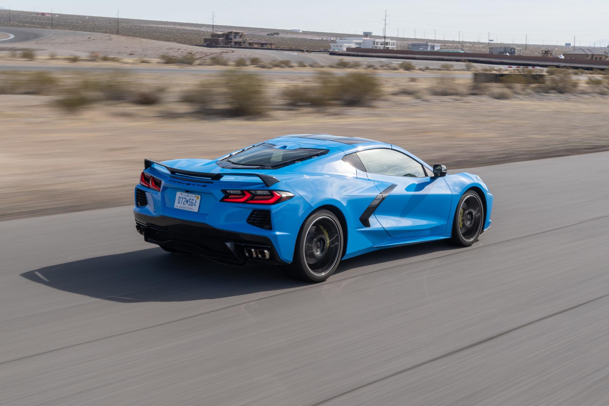 Capot moins long, poupe plus puissante, la Corvette adopte une allure proche de celle des bolides européens., GF