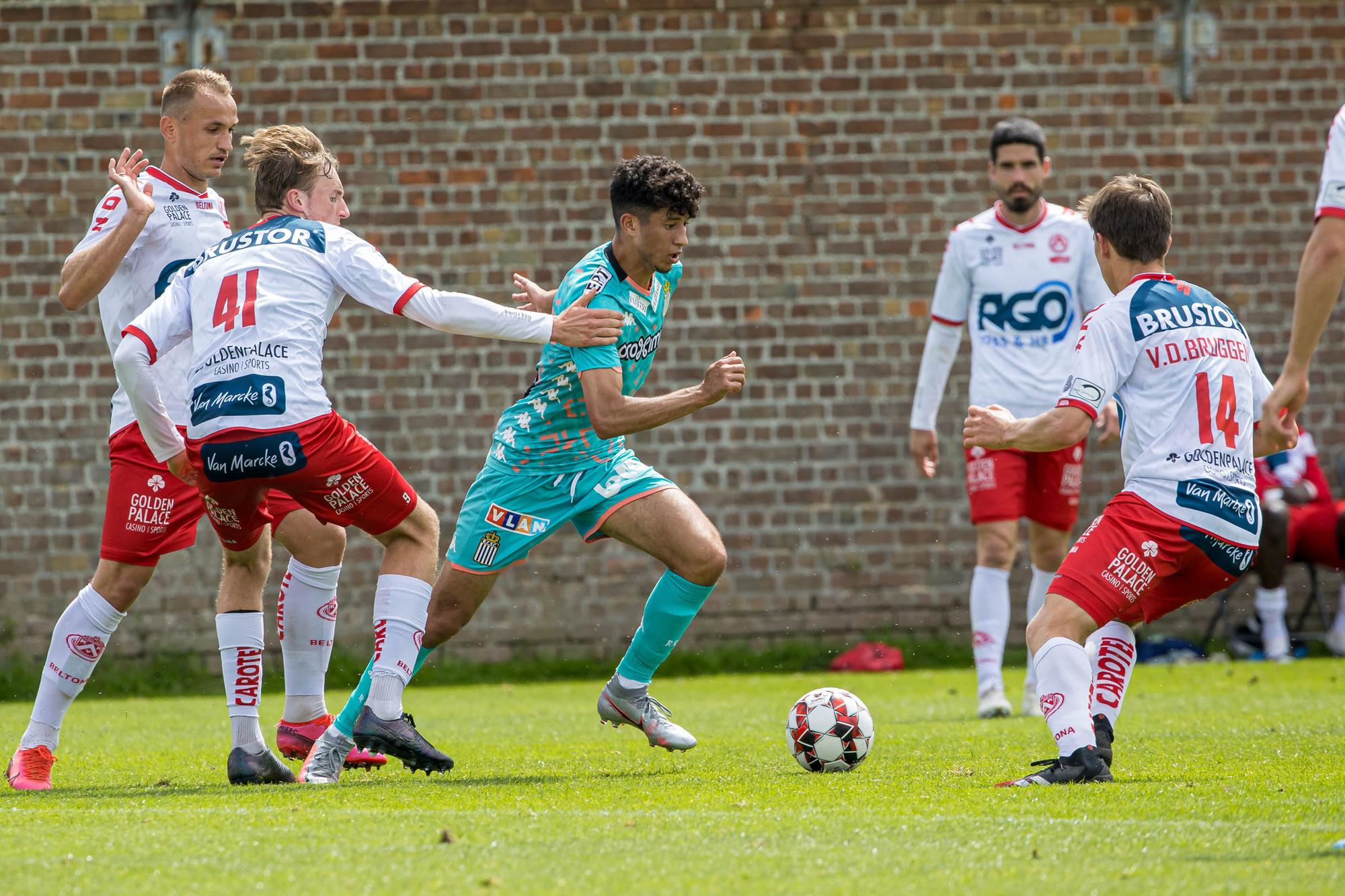 De verdediging kan wel eens een heikel punt worden bij KV Kortrijk., Belga Image