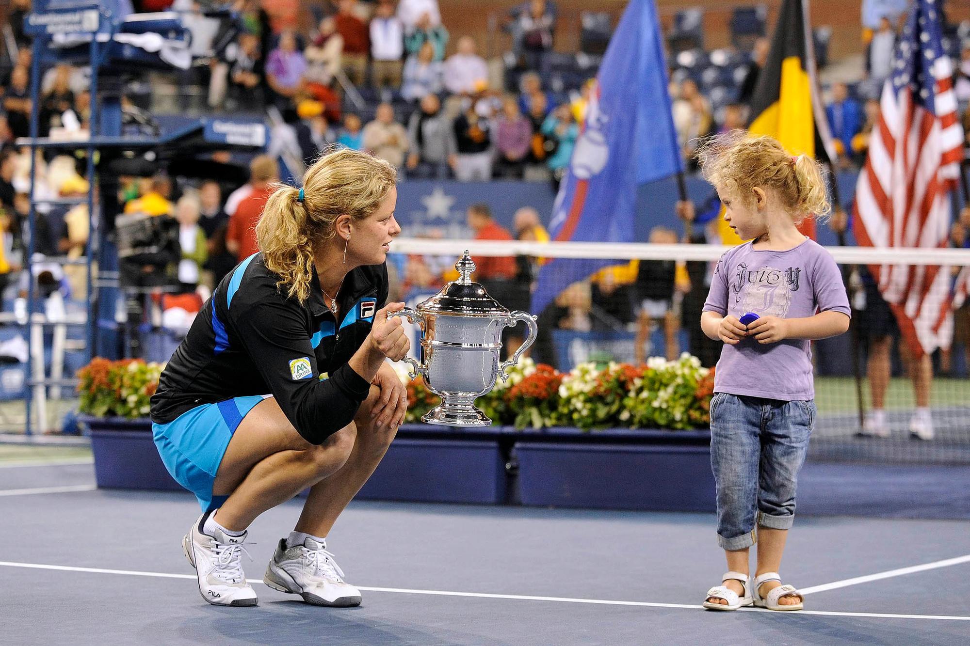 Iconische beelden: Kim Clijsters wint de US Open bij haar eerste comeback en viert dat samen met haar dochtertje Jada, Belga Image