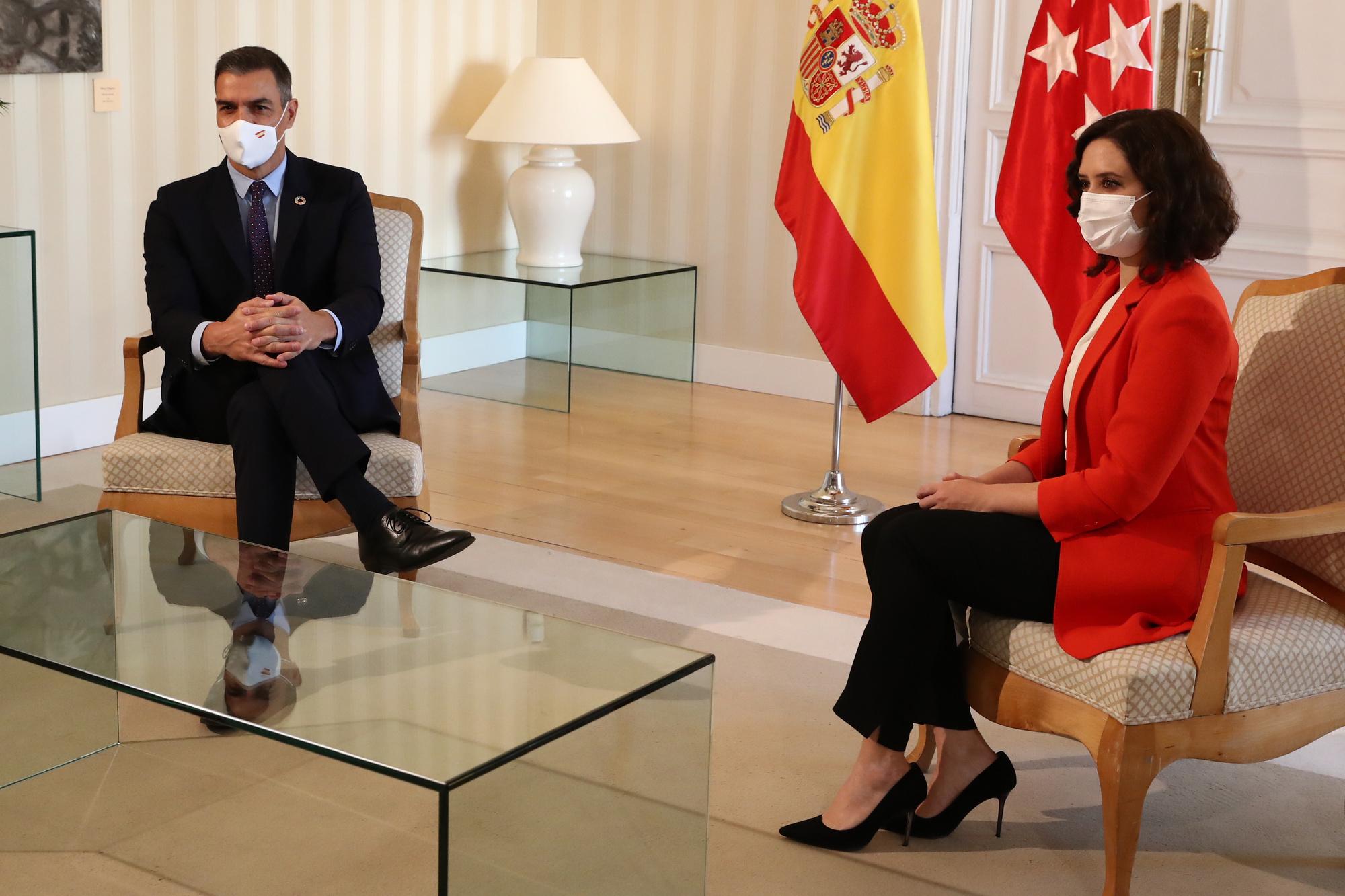 Le Premier ministre Pedro Sanchez et la présidente de la communauté de Madrid Isabel Diaz Ayuso, Fernando Calvo / AFP