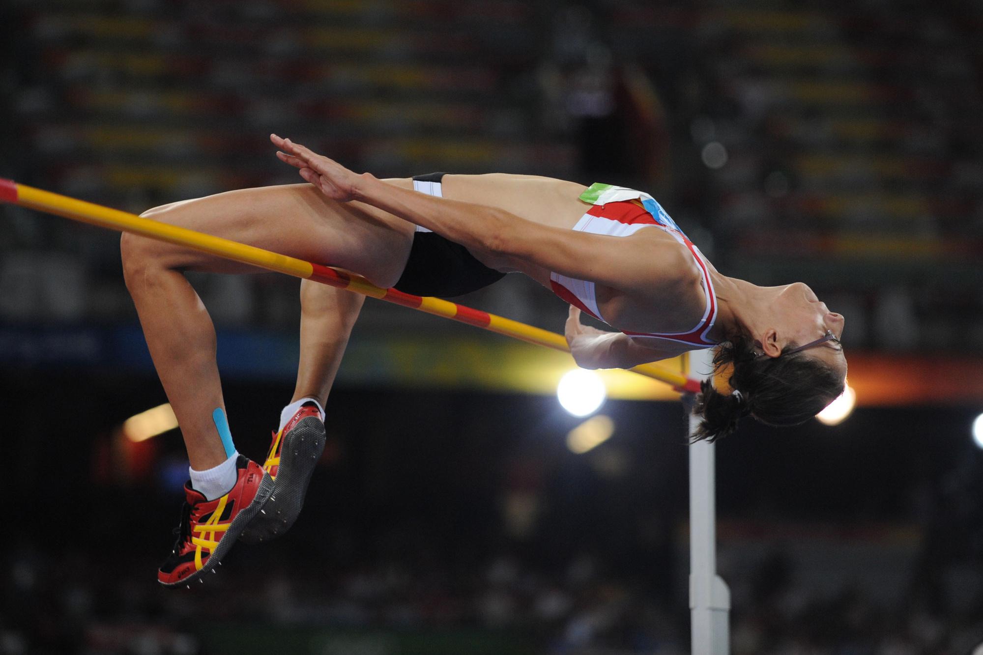 Tia Hellebaut springt over 2,05 m en verovert goud in 2008 in Peking., Belga Image