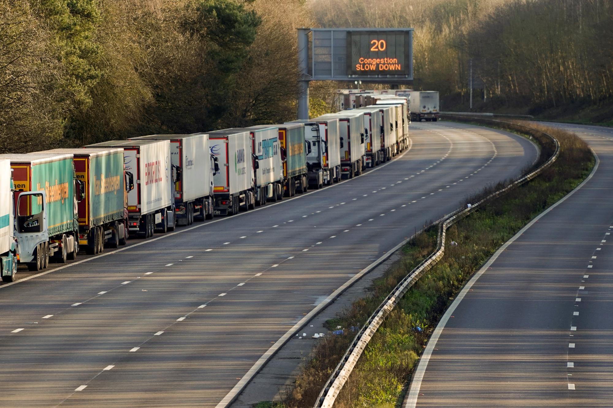 Files de camions en direction de Douvres., Niklas HALLE'N / AFP