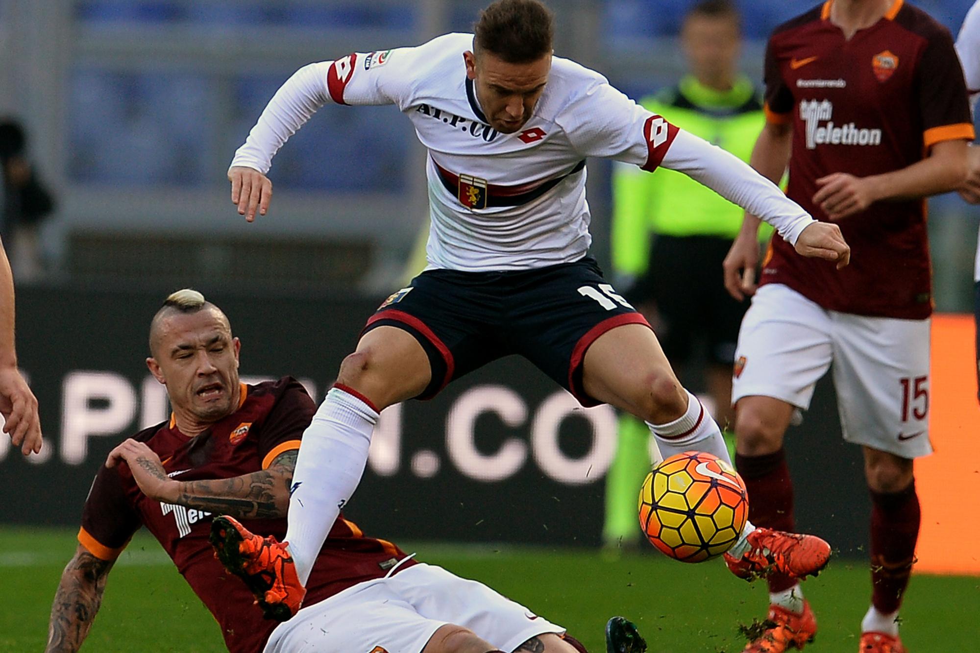 Avec le Genoa face à Radja Nainggolan., belga