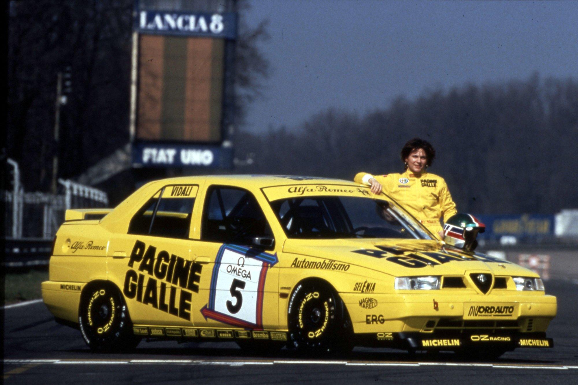 Tamara Vidali, championne national en voitures de tourisme (Groupe N) en 1992. Ici, devant sa 155, en 1994., GF
