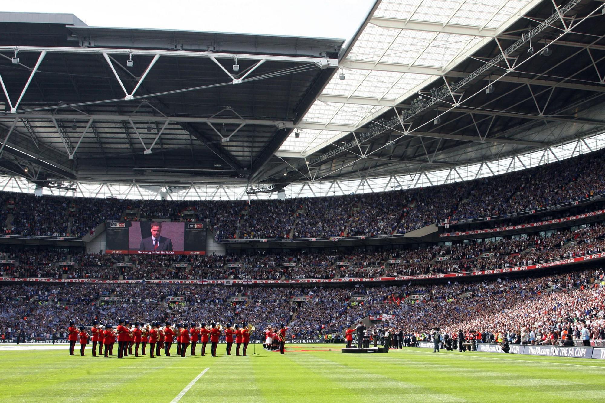 De spelers komen aan in het vernieuwde Wembley, GETTY
