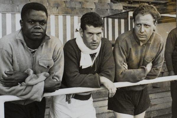 Leon Mokuna (links) werd een paar keer opgeroepen voor de Belgische nationale ploeg, maar dat werd naar eigen zeggen geweigerd door de KBVB., Belga Image