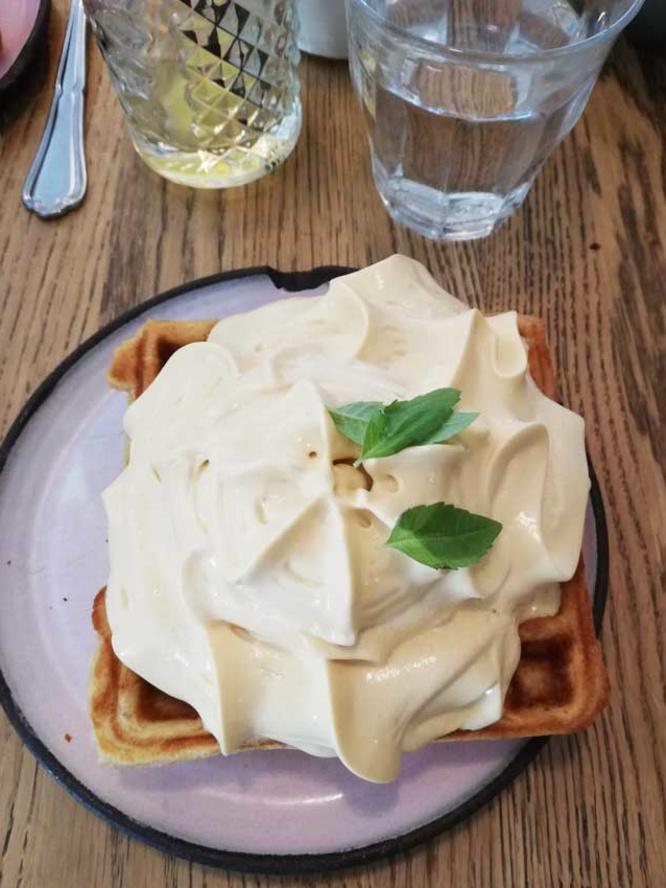 Wat je ook doet: bestel deze wafel als dessert bij Moller Kafe & Kokken, LP