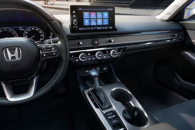 Een digitaal dashboard en een aanraakscherm in de Civic., GF
