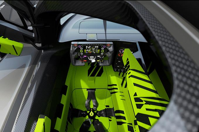 De cockpit van de 9X8., GF