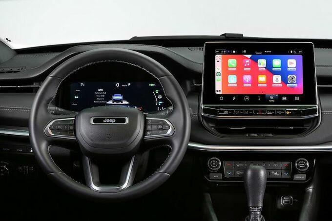 Pour mieux affronter la concurrence européenne, la Jeep Compass devait marquer le coup en intégration numérique et en finition intérieure., GF