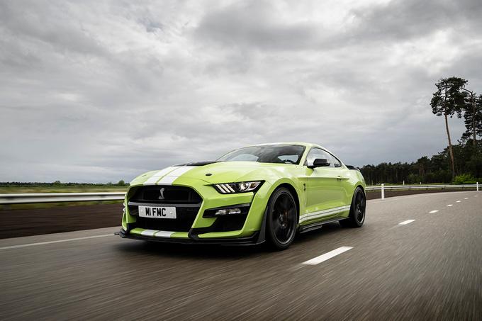 Met 760 pk op de achterwielen is de GT500 een echte dragster., GF