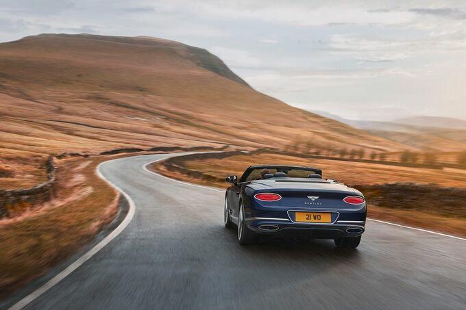 De 6.0 liter W12 produceert 659 pk en 900 Nm, GF