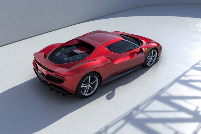Voor de aandrijving zorgen een V6 en een elektromotor., GF
