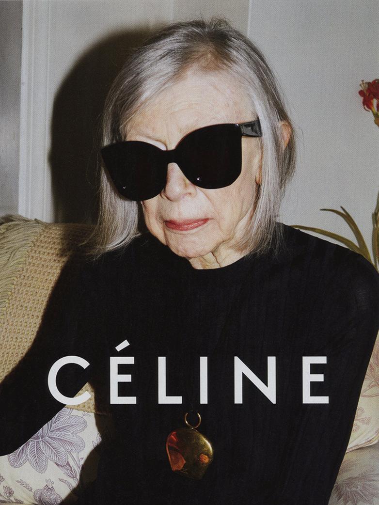 De toen tachtigjarige schrijfster Joan Didion was het gezicht van de SS15-campagne van Céline, Gf