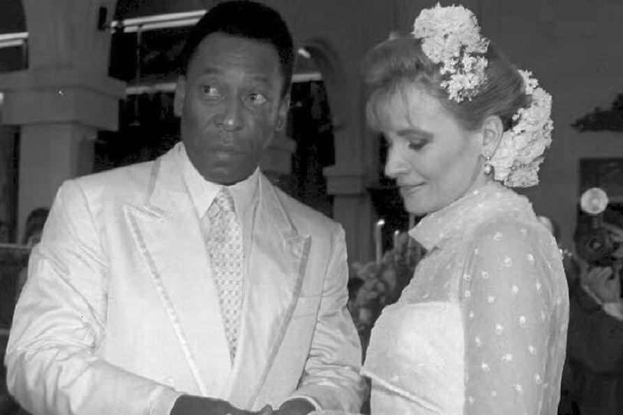 Pelé se marie avec Assiria Seixas Lemos, devant 600 personnes à Recife, belga