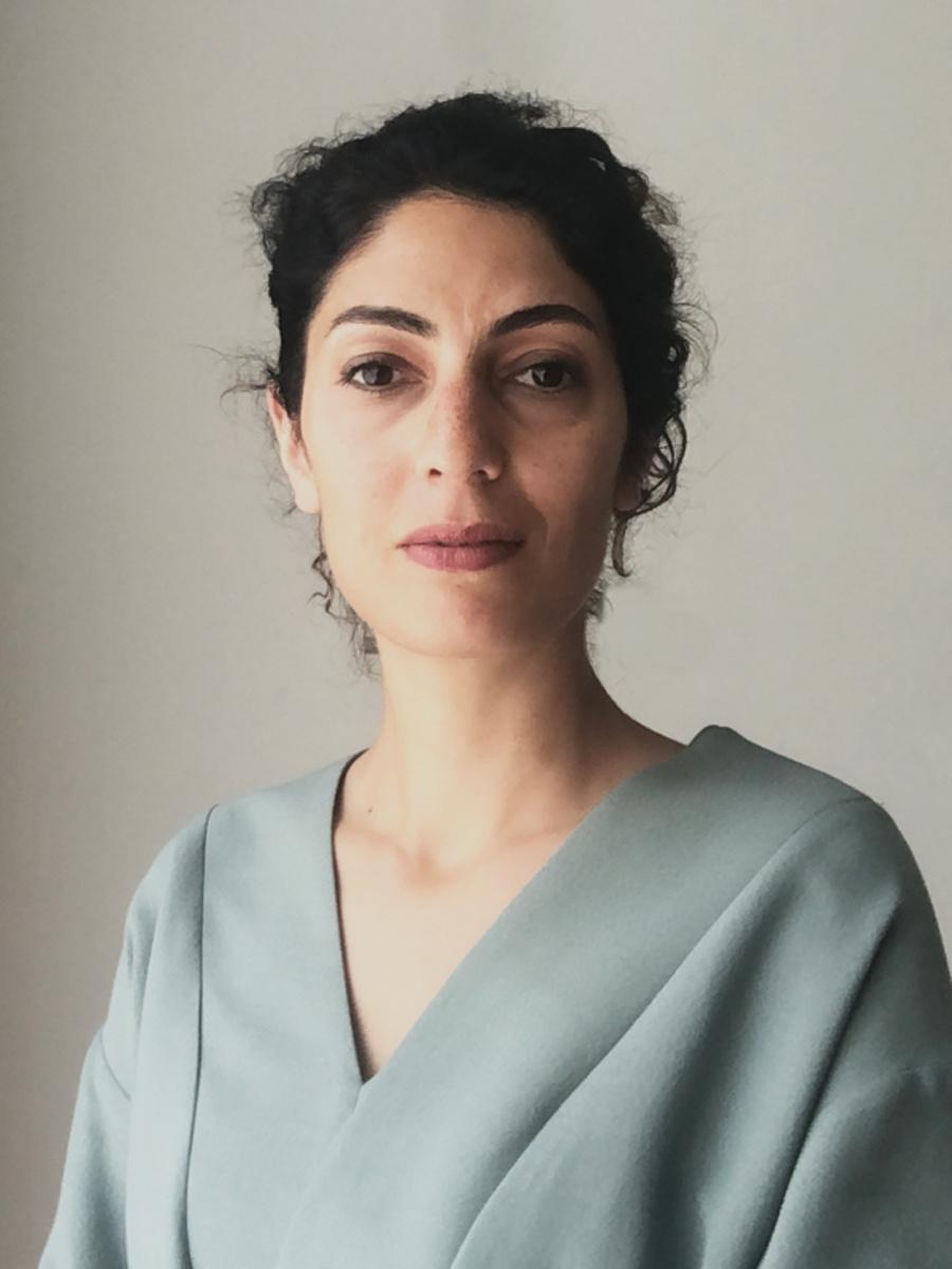 Dorsa Mohadjerin in haar lichtgroene jurk van Toos Franken, GF