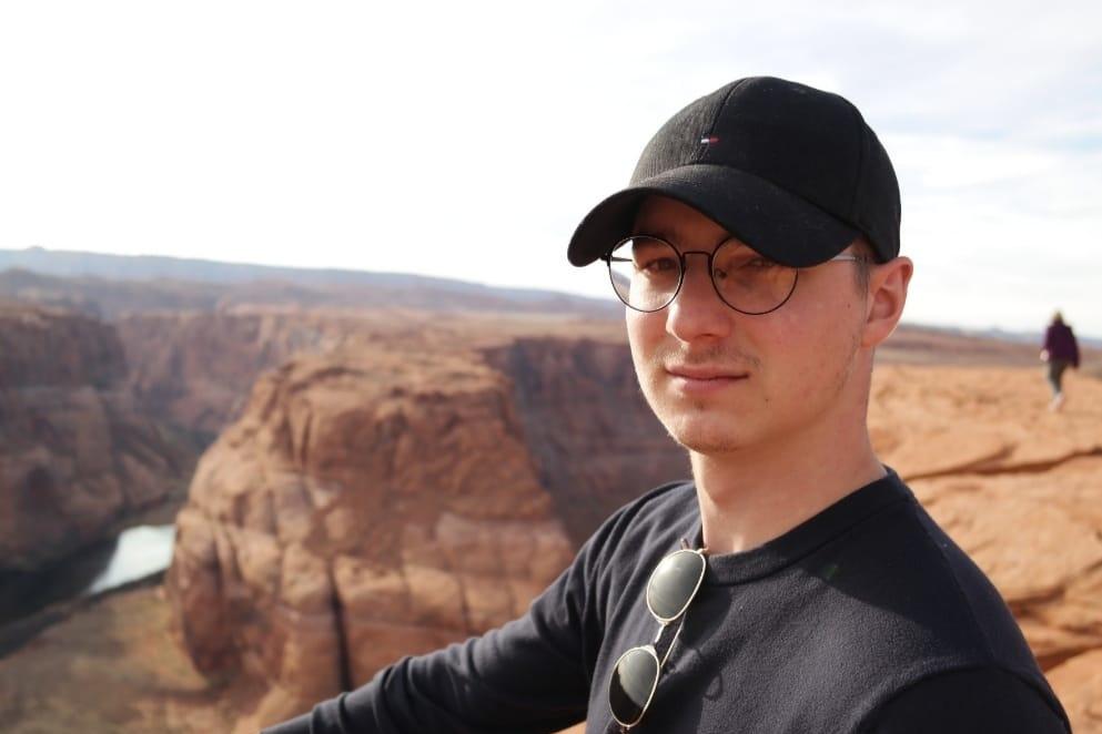 Brecht, studeerde Economics & Business aan de Weber State University in Utah, GF