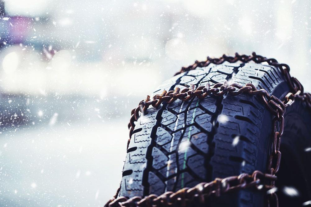 SNEEUWKETTINGEN Sneeuwkettingen zijn niet geschikt voor autosnelwegen, en vormen dus geen alternatief voor winterbanden., GET