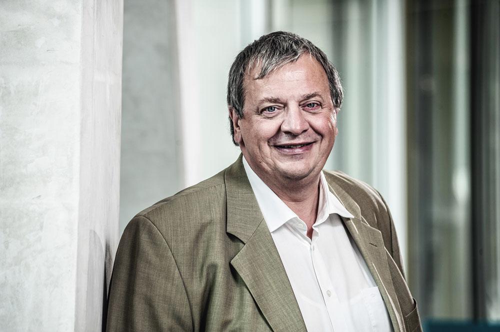 """Karel Coudré (Axa Belgium) """" Nous avons arrêté l'assurance placement, pour nous focaliser sur ce qui est le core business d'un assureur-vie, c'est-à-dire l'épargne à long terme, la protection et la santé. """", PG"""