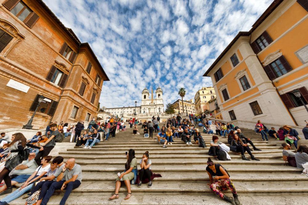 Zitten op de Spaanse Trappen is niet langer toegestaan, Getty Images