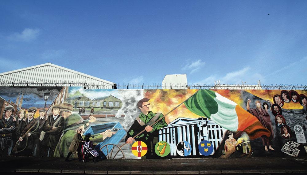 Een van de vele muurschilderingen in Fall Road, Belfast. Herinneringen aan een turbulent verleden., BELGAIMAGE