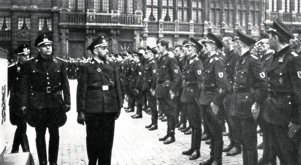 VNV-leider Staf De Clercq (met baard) vond dat aan het oostfront niet de Duitse maar de Vlaamse zaak werd gediend.