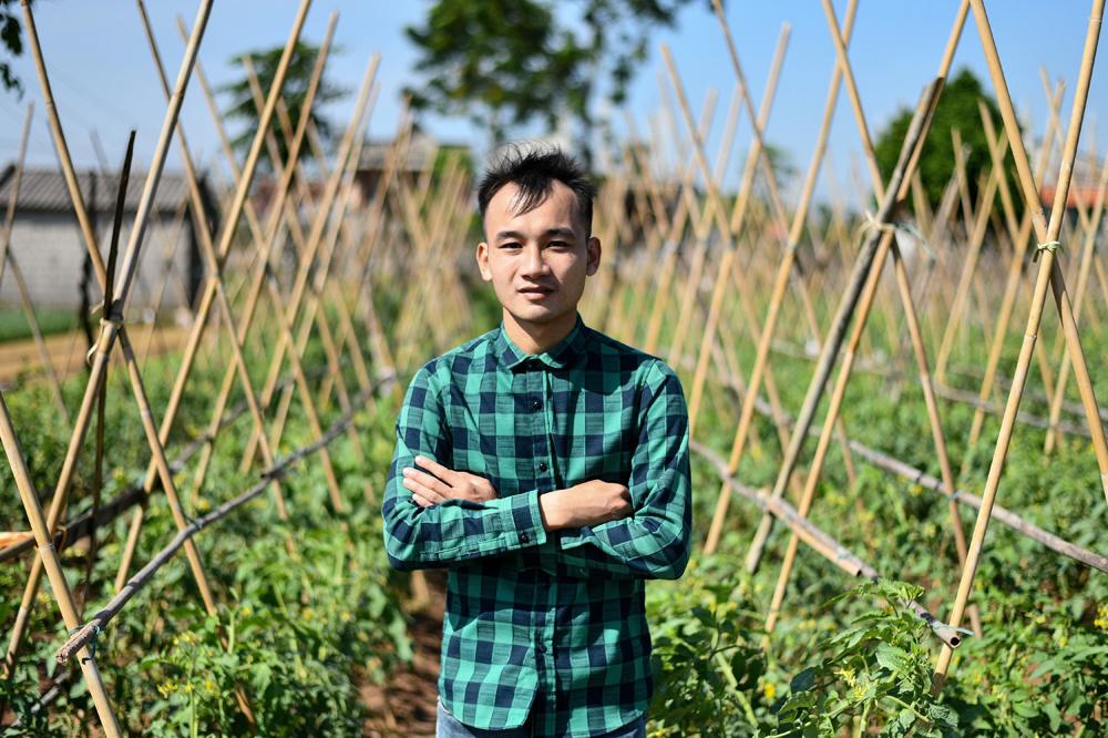 """Ngo Xuan Quyet, 26 ans, un ancien vendeur de pesticides qui est passé à une agriculture """"safe"""", AFP"""
