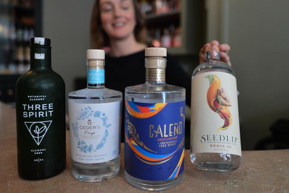 Quelques spiritueux sans alcool, servis au Virgin Mary, premier bar sans alcool, situé à Dublin, Getty Images