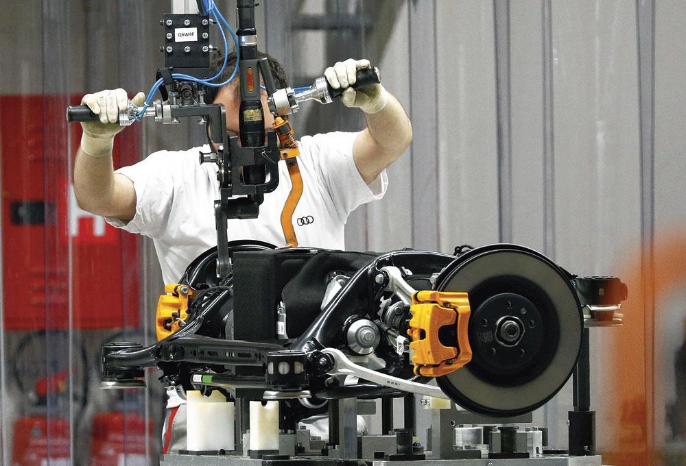 """AUDI E-TRON """"Audi kopieert niet, Audi reageert."""", REUTERS"""
